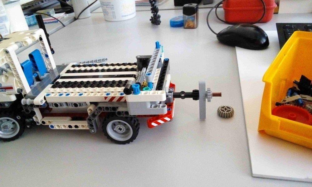 lego_truck_2_resized.jpg