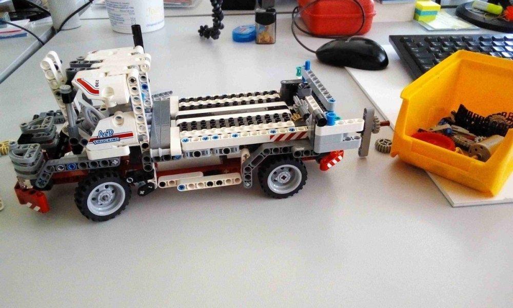 lego_truck_3_resized.jpg